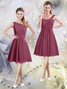 Ideal Asymmetric Sleeveless Wedding Guest Dresses Knee Length Ruching Burgundy Chiffon