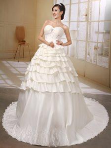 Fashionable Sweetheart Court Train Taffeta Layered Wedding Dresses with Beading