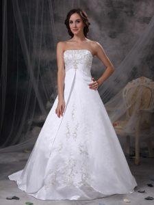Strapless White Taffeta Princess Wedding Dresses with Embroideries