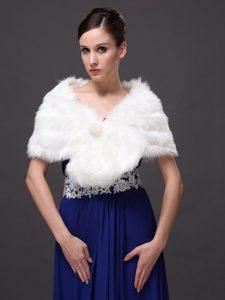 Button Gorgeous Faux Fur Trumpet/ Mermaid V-neck Wraps / Shawls