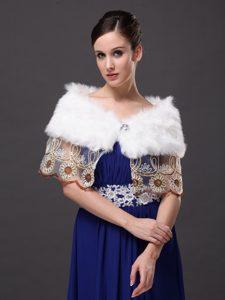 Hottest Faux Fur V-Neck Prom White Rhinestone Wraps / Shawls
