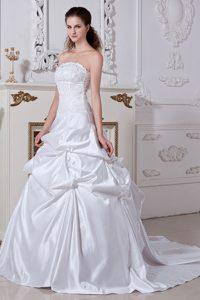 Elegant Embroidery Strapless Church Wedding Dresses in Taffeta