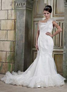 Elegant Mermaid One Shoulder Wedding Attire with Court Train in Organza