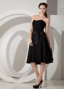 Customized Black Sweetheart Knee-length Chiffon Bridesmaid Dress with Sash