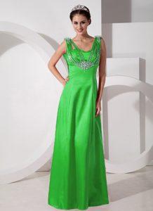 Modern V-neck Beaded Long Satin Prom Gown Dress in Spring Green