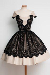 Scoop Black Cap Sleeves Lace Knee Length Homecoming Dress